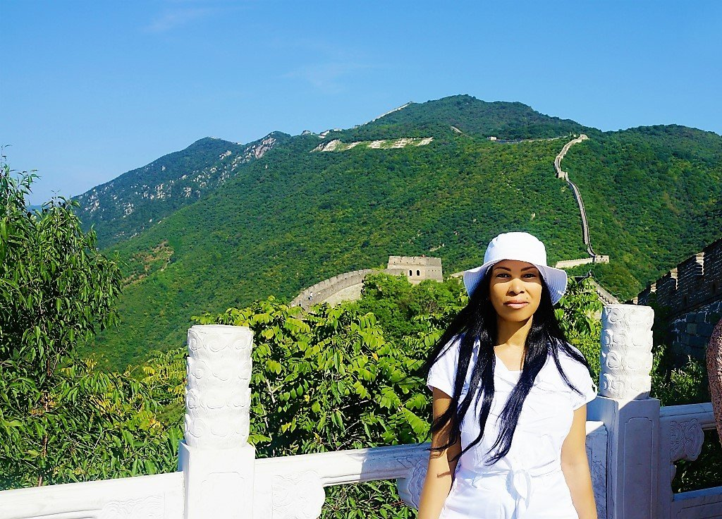 Woni Spotts visiting the Great Wall of China in 2015. Photo Credit: © Woni Spotts via Instagram.